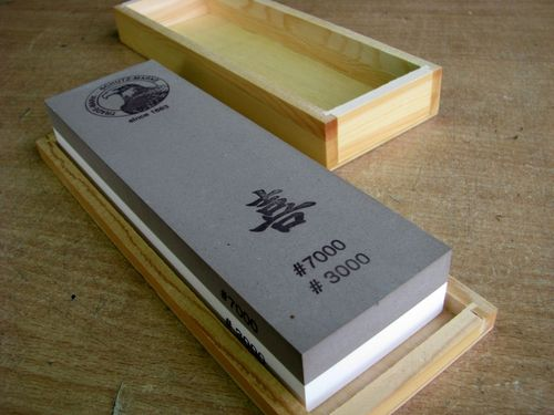 Jap. Waterstone 200x60x30 Grit 3000+7000 in wooden box